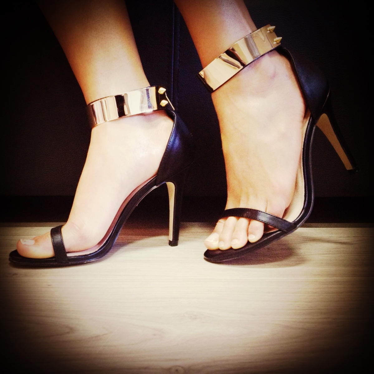 Shoe-a-licious | ankles strapped